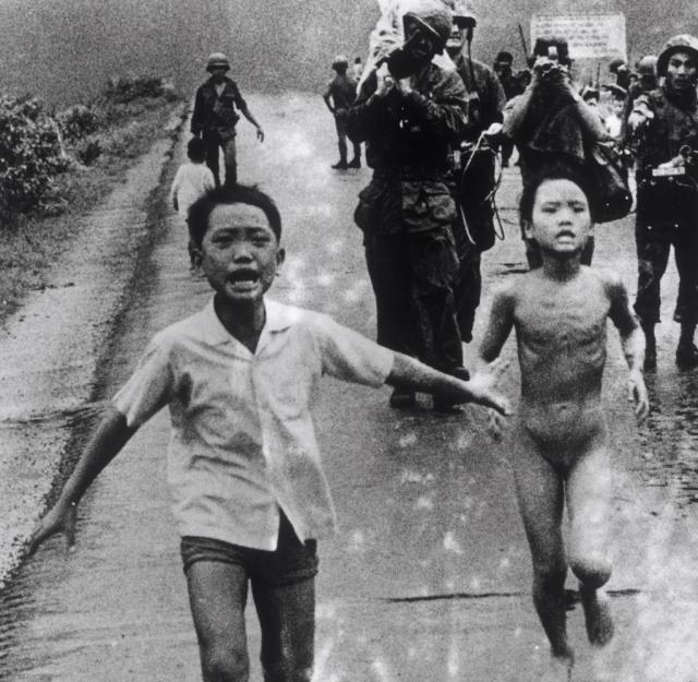 Napalm-attack-on-Vietnamese-village-1972-LN-609570-D.jpg
