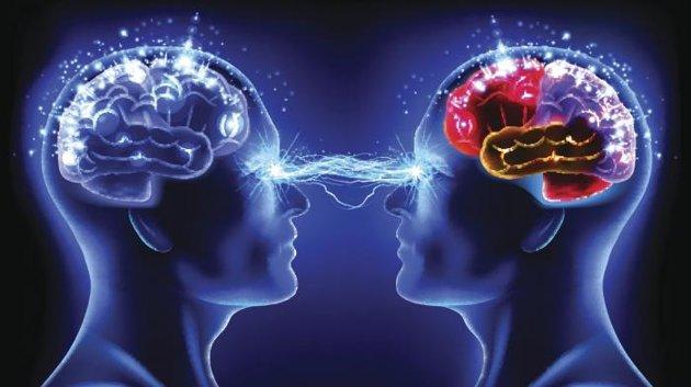 Télépathie-transmission-de-pensée-réussie-entre-deux-cerveaux-humains