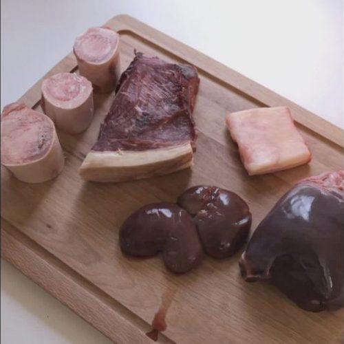 Diese-Frau-isst-nur-rohes-Fleisch-500x500