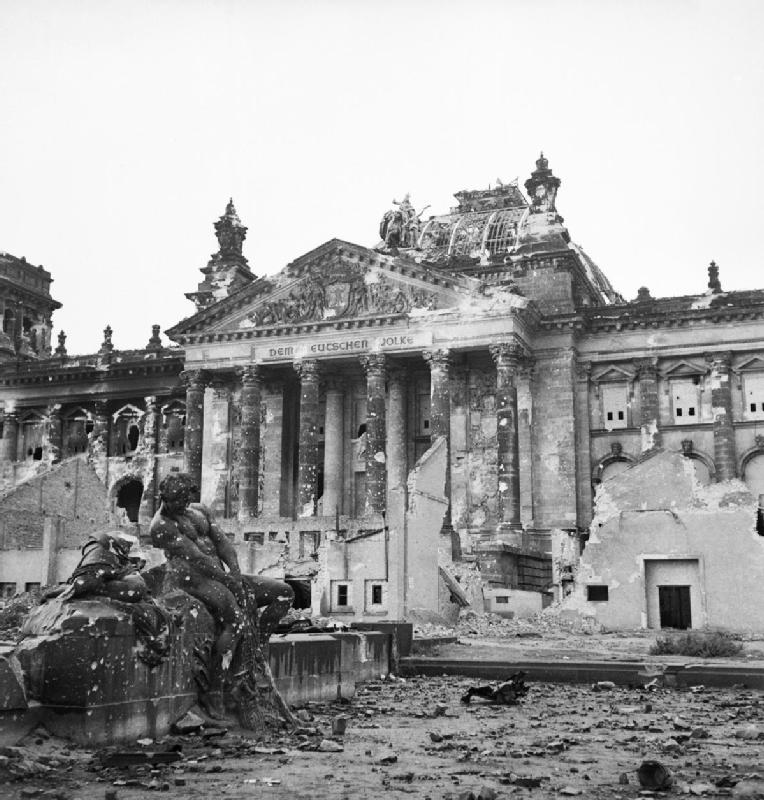 Reichstag_after_the_allied_bombing_of_Berlin