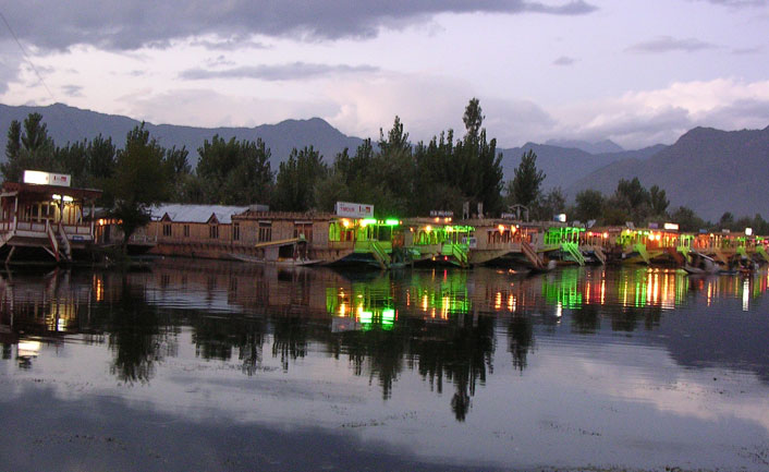 houseboat-a-night-in-Srinagar